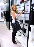 th_71822_77960-blake-lively-candid-chanel-boutique-nyc-09-0_122_1118lo.jpg