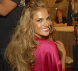 th_97582_fashiongallery_VSShow08_Backstage_AlessandraAmbrosio-00_122_1145lo.jpg