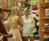 IVANKA TRUMP -~- Candids -~- Shopping in NY -~- Jul 14 -~- HQ x 10
