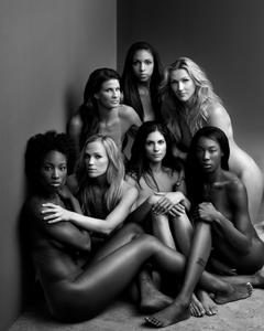 http://img16.imagevenue.com/loc335/th_958082918_us_women_national_volleyball_team_espnw_bodyissue_10_122_335lo.jpg