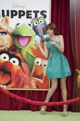 http://img16.imagevenue.com/loc379/th_596105852_Bella_Thorne_The_Muppets_Premiere_Hollywood_122_379lo.jpg