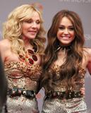 th_81707_Preppie_Miley_Cyrus_on_the_Sex_And_The_City_2_film_set_in_New_York_City_-_October_16_2009_9149_122_395lo.jpg
