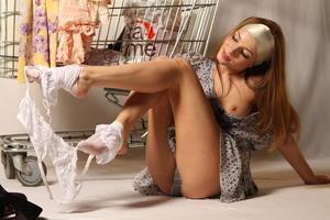 http://img16.imagevenue.com/loc438/th_999888906_tduid300163_MetArt_Entita_Alyssa_A_high_0060_123_438lo.jpg
