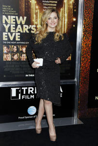 http://img16.imagevenue.com/loc448/th_339436789_CFF_Abigail_Breslin_at_Tribeca_Film_Institute_benefit_screening_of_New_Years_Eve_122_448lo.jpg
