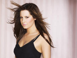 Ashley Tisdale Wallpapers - Mixed size Th_29337_tduid1721_Forum.anhmjn.com_20101130215702003_122_524lo