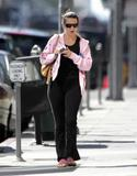 Kristin Davis - Candids Going to Pilates Class