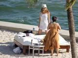 HQ's are up..... - HQs of Jennifer Aniston in Miami Beach, FL..... Foto 626 (Штаб являются до ..... - Штаб-квартира Дженнифер Анистон в Miami Beach, FL ..... Фото 626)