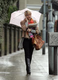 th_26260_Holly_Willoughby_Rainy_Day_Candids_031108_013_122_786lo.jpg